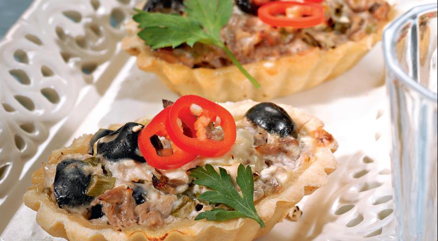 Тарталетки с тунцом и маслинами | Рецепты с фото