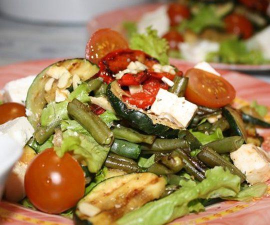 Теплый салат-гриль с брынзой   Рецепты с фото