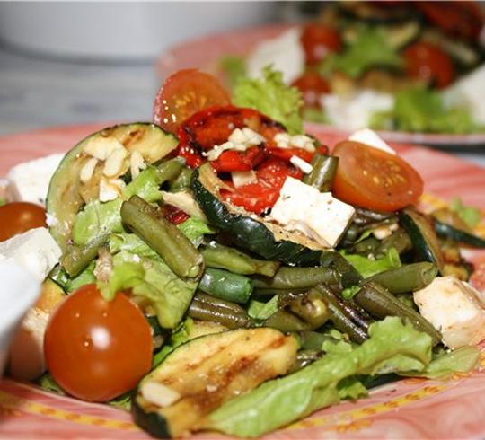 Теплый салат-гриль с брынзой | Рецепты с фото