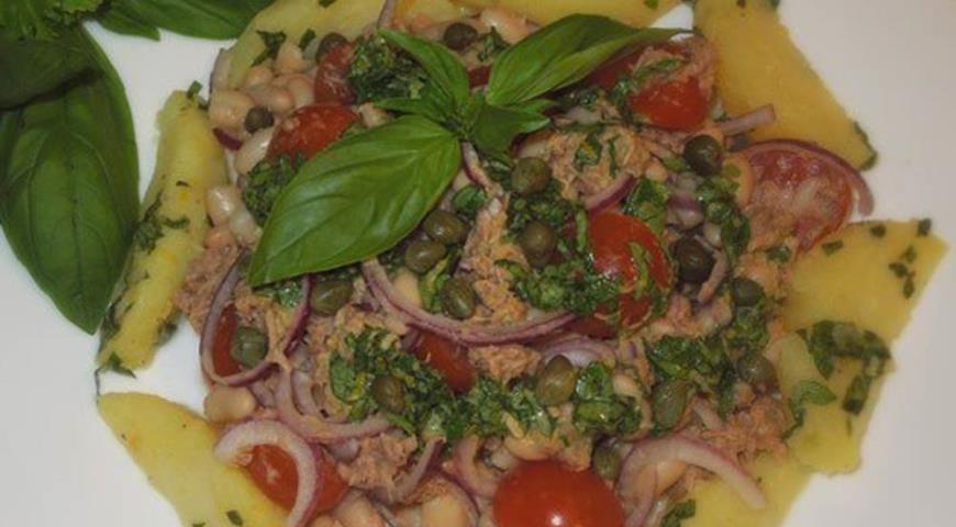 Теплый салат из тунца с фасолью и картофелем | Рецепты с фото