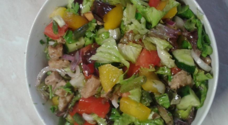 Теплый салат с индейкой | Рецепты с фото