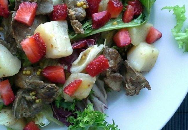 Теплый салат с куриной печенью и морскими гребешками | Рецепты с фото