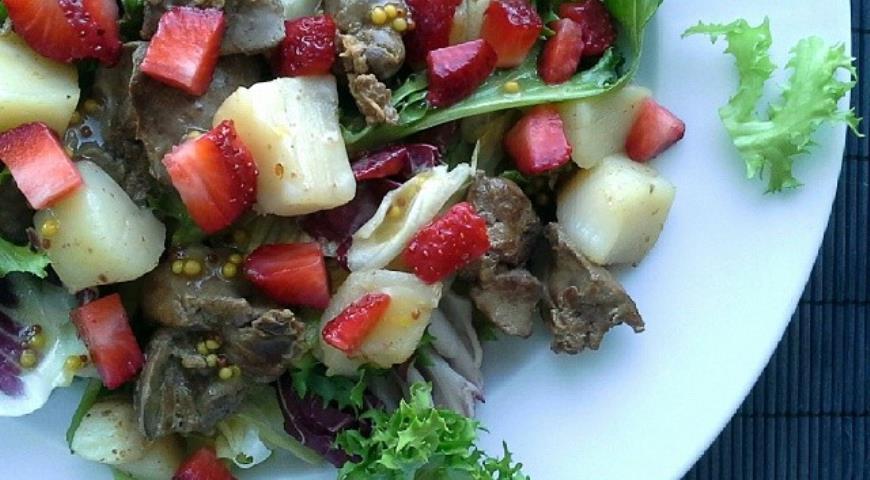 Теплый салат с куриной печенью и морскими гребешками   Рецепты с фото