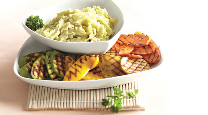 Теплый салат с пастой и овощами-гриль | Рецепты с фото