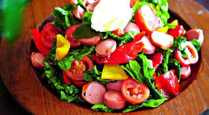 Теплый салат с сосисками, сладким перцем и рикоттой | Рецепты с фото