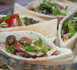 Теплый салат в пите | Рецепты с фото