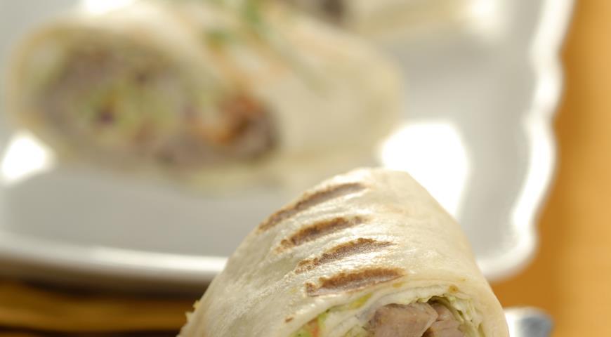 Тортильи с говядиной и соусом гуакамоле | Рецепты с фото