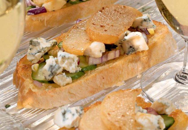 Тосты с сыром и грушами | Рецепты с фото