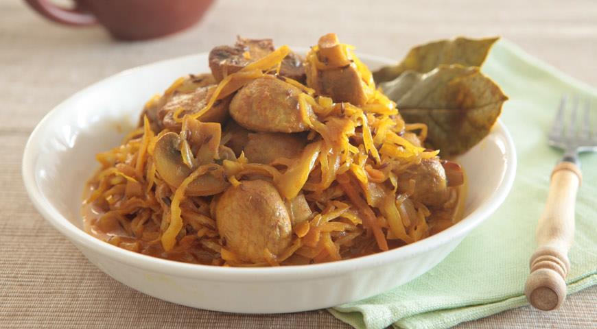 Тушеная квашеная капуста с грибами | Рецепты с фото