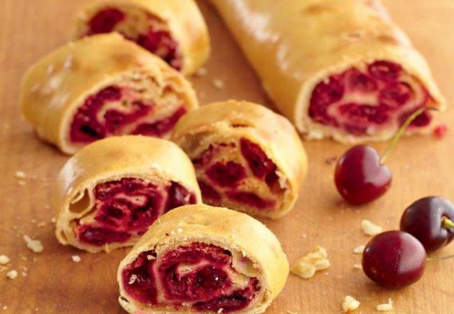 Венгерский ретеш с вишней | Рецепты с фото
