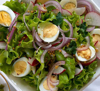 Весенний салат с перепелиными яйцами | Рецепты с фото
