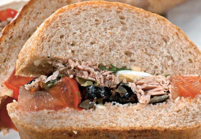 Закрытые бутерброды с салатом нисуаз | Рецепты с фото