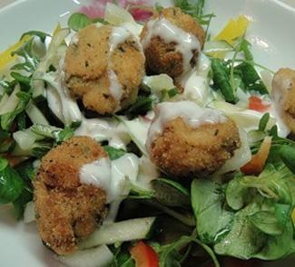 Закуска Теплый салат с рыбными шариками | Рецепты с фото