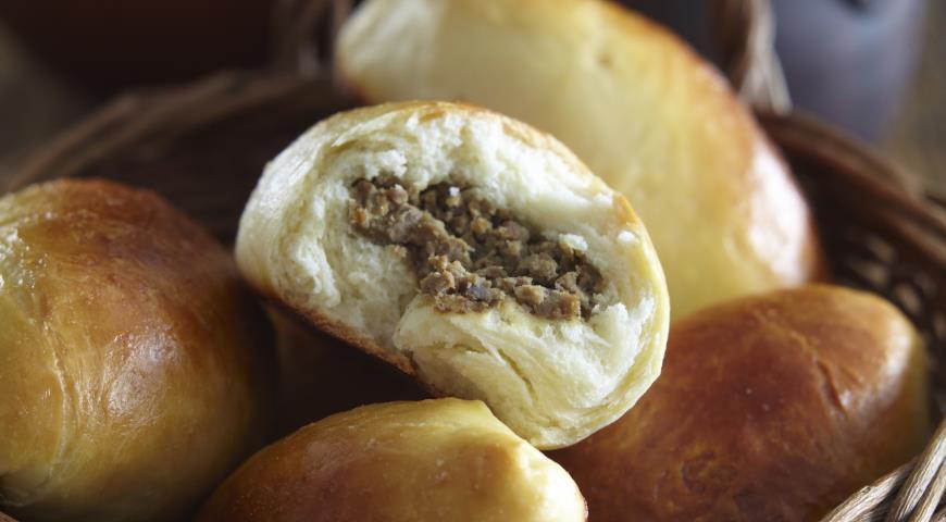 Закусочные русские пирожки из заварного теста на дрожжах с печенью | Рецепты с фото