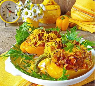 Запеченные перцы с полбой, индейкой и чоризо | Рецепты с фото