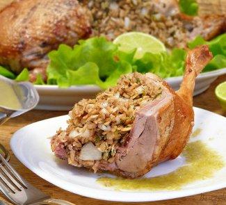 Запечённая в духовке утка с соусом из крыжовника | Рецепты с фото