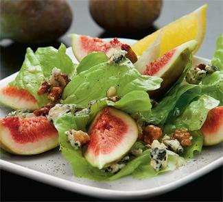 Зеленый салат с инжиром, горгонзолой и грецкими орехами | Рецепты с фото