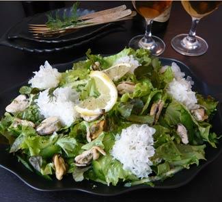 Зеленый салат с мидиями и гребешками | Рецепты с фото