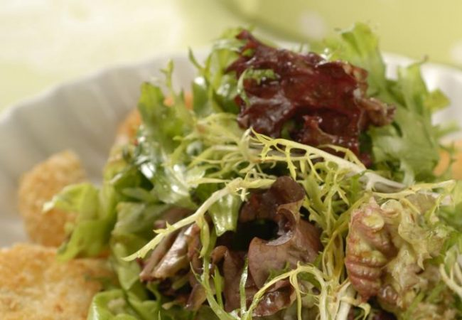 Зеленый салат с жареным сыром | Рецепты с фото