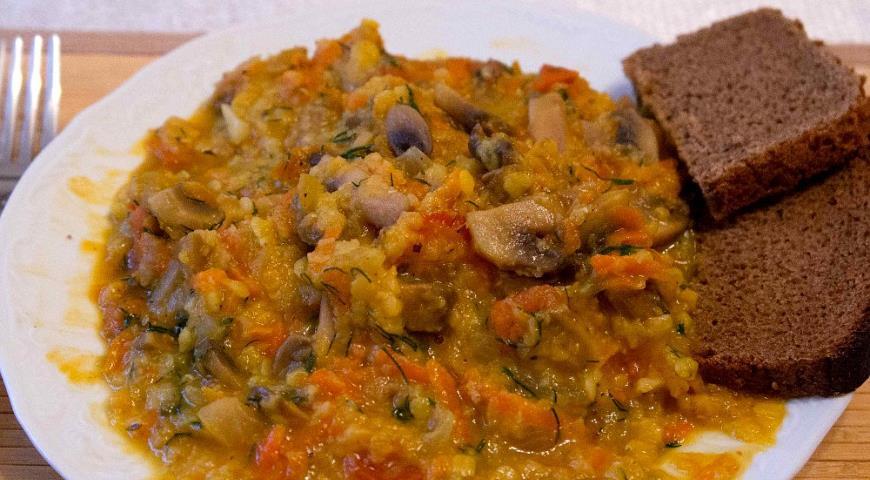 Желтая турецкая чечевица с шампиньонами и помидорами | Рецепты с фото